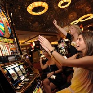 Experience the Wonderful Graphics and Highly Realistic Slots Sounds With Internet Slots Machines